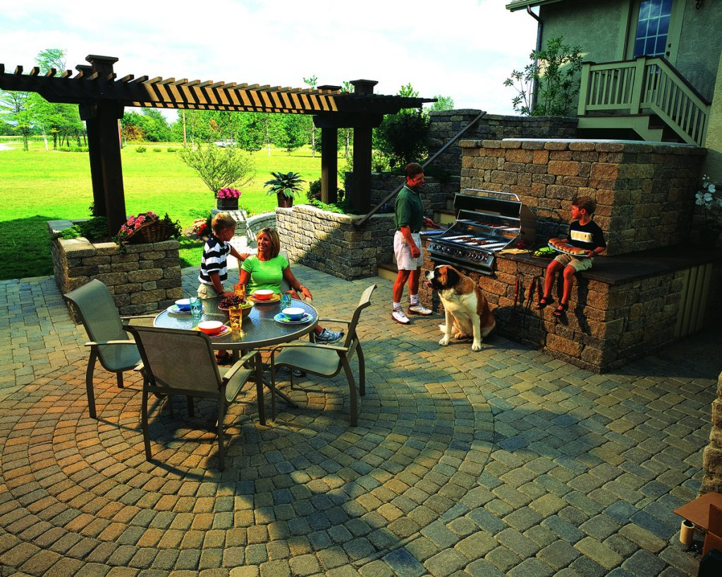 SRW, outdoor kitchen, outdoor dining, outdoor living
